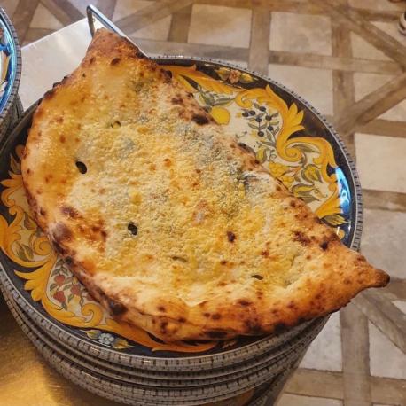 Pizza Ripieno al Salame -...