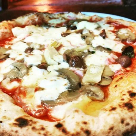 Pizza Capricciosa - A Ogge...